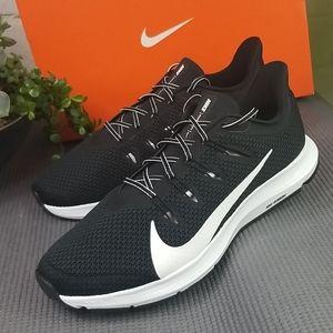 Nike Quest 2 Black / White Running Shoe Mens 9.5